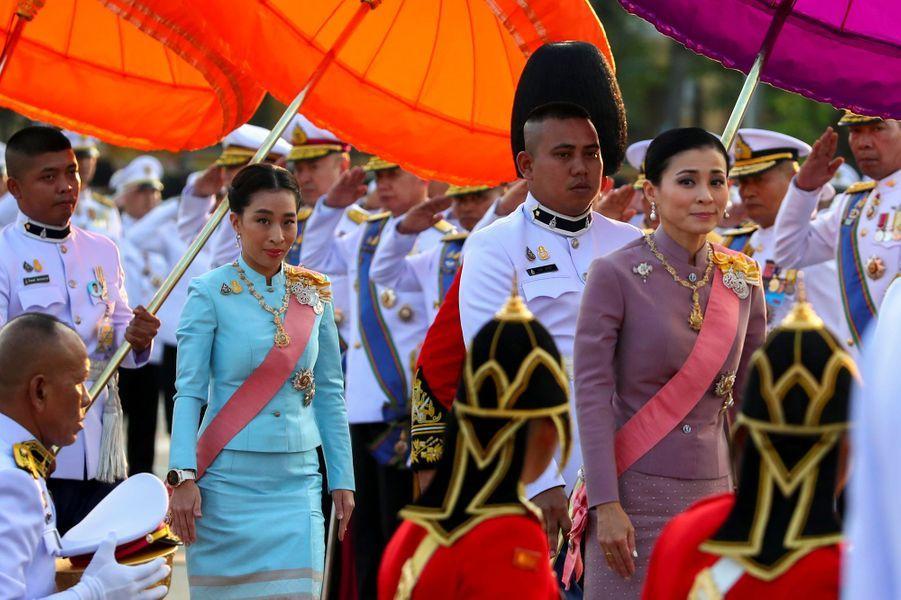 La reine Suthida de Thaïlande et la princesse Bajrakitiyabha à Bangkok, le 22 octobre 2019