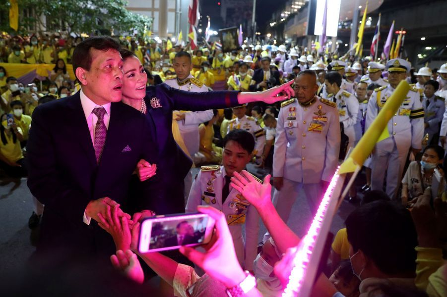 La reine Suthida et le roi Maha Vajiralongkorn (Rama X) de Thaïlande à Bangkok, le 14 novembre 2020