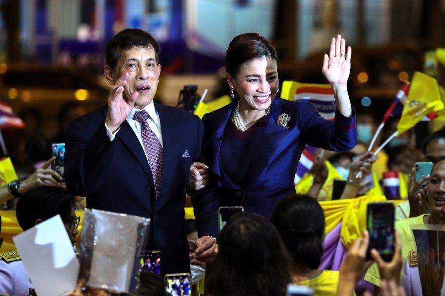 La reine Suthida et le roi de Thaïlande Maha Vajiralongkorn (Rama X) à Bangkok, le 14 novembre 2020