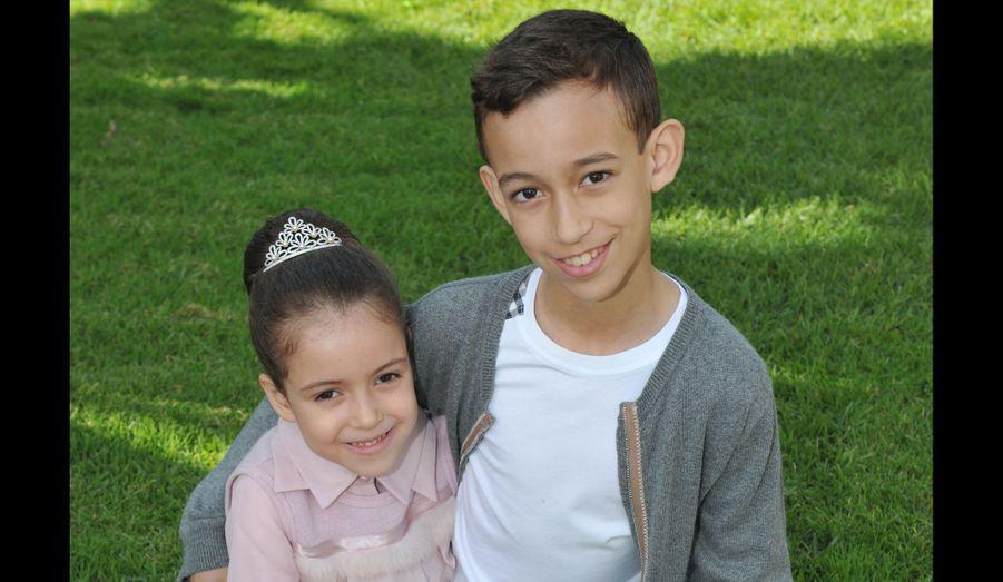 Le palais royal de Rabat a dévoilé une nouvelle photo de la princesse de Lalla Khadija, à l'occasion de ses six ans. La fillette a fêté son anniversaire le 28 février dernier. Lalla Khadija est la fille du roi du Maroc, Mohamed VI, et de son épouse la princesse Lalla Salma - la deuxième enfant du couple royal, après son frère, le prince héritier Moulay Hassan.