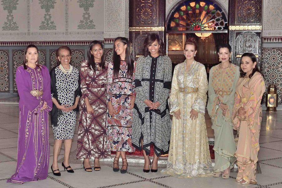 La princesse Lalla Salma et ses trois belles-soeurs avec Michelle Obama, ses filles et sa mère à Marrakech, le 28 juin 2016