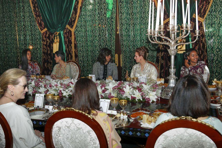 Les princesses Lalla Salma et Lalla Meryem avec Michelle Obama et ses filles à Marrakech, le 28 juin 2016