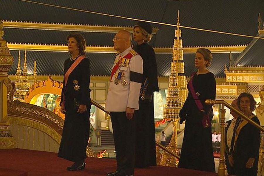 Les reines Silvia de Suède, Maxima des Pays-Bas, Mathilde de Belgique et l'ex-reine d'Espagne Sofia à Bangkok, le 26 octobre 2017