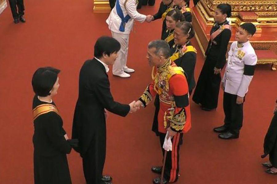 La princesse Kiko et le prince Akishino du Japon avec la famille royale thaïlandaise à Bangkok, le 26 octobre 2017