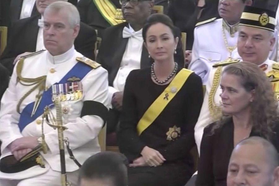 Le prince Andrew d'Angleterre à côté du sultan de Perak et de sa femme à Bangkok, le 26 octobre 2017