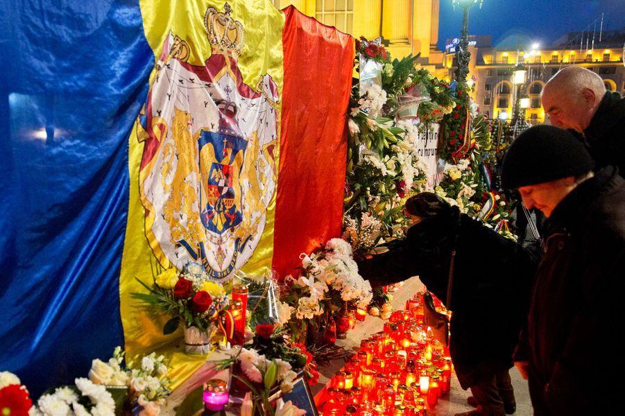 Les Roumains rendent hommage à l'ex-roi Michel de Roumanie à Bucarest, le 14 décembre 2017