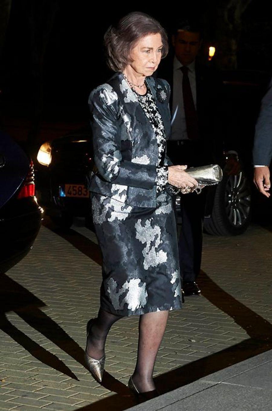 L'ex-reine Sofia soutient la famille du prince Kardam de Bulgarie après son décès, à Madrid le 7 avril 2015