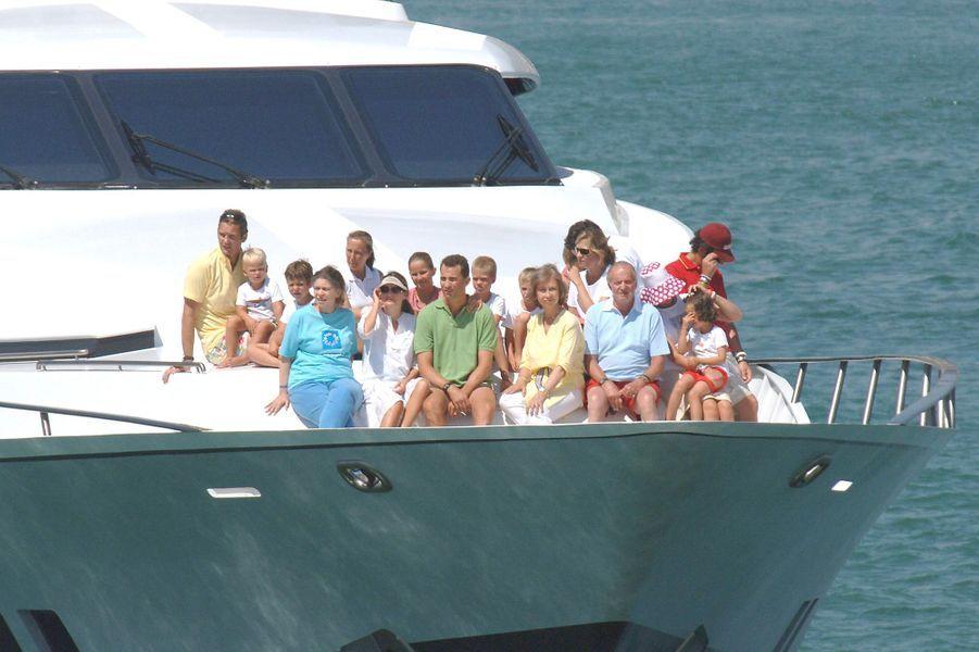 La famille de Juan Carlos et Sofia, réunie sur le Fortuna en 2005