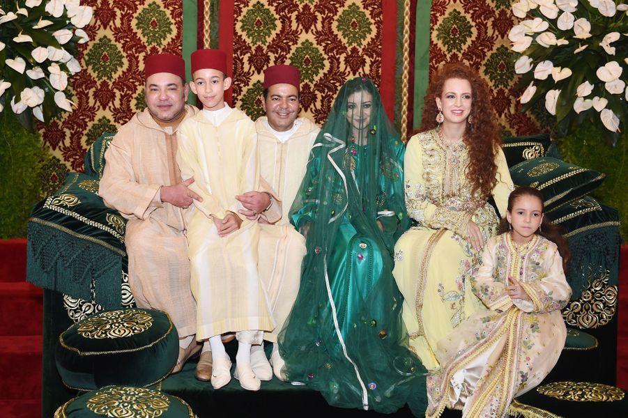 Mohammed VI, son fils Moulay Hassan, le prince Moulay Rachid, Lalla Oum Keltoum, Lalla Salma, épouse du roi du Maroc et leur fille Lalla Khadija