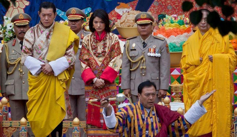 Une cérémonie religieuse s'est déroulée. Certains lamas ont psalmodié, d'autres ont joué du tambour dans les vapeurs d'encens mêlées à la brume du matin, rapporte Reuters.