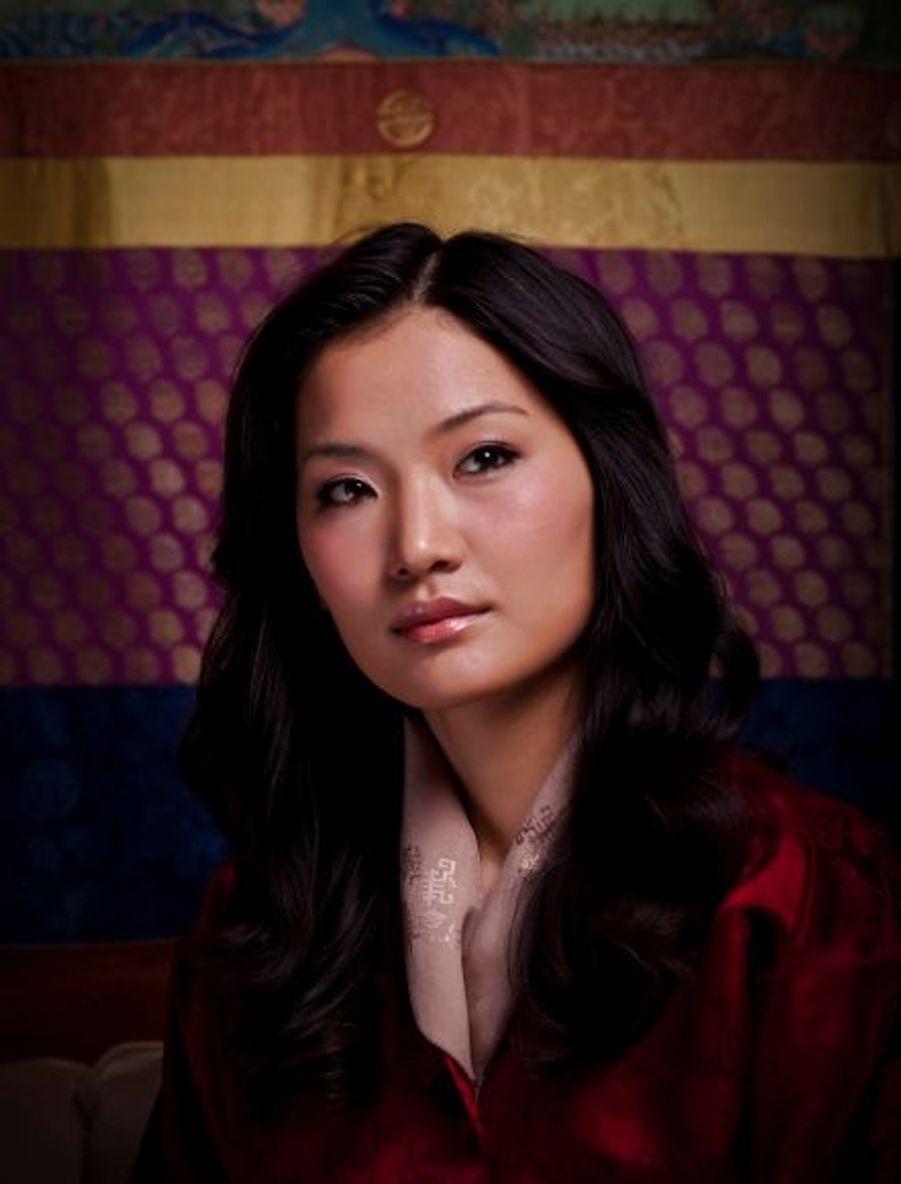 Fille d'un pilote de ligne, Jetsun Pema est étudiante en relations internationales au Regents Collège de Londres.