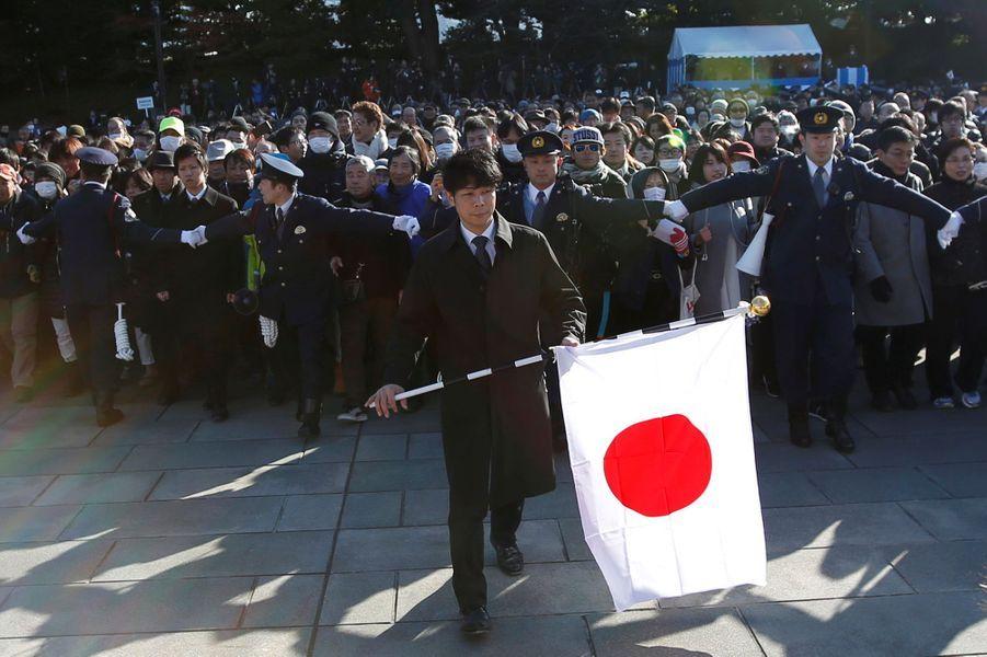 La foule devant le Palais impérial à Tokyo, le 23 décembre 2017