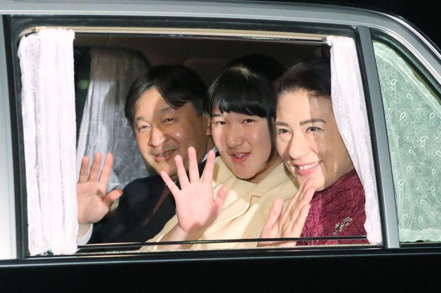 La princesse Masako et le prince Naruhito du Japon avec leur fille la princesse Aiko à Tokyo, le 23 décembre 2017