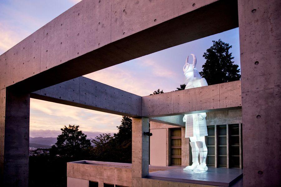 Installation Le Veilleur de José Lévy lors de l'inauguration de la Villa Kujoyama à Tokyo, le 4 octobre 2014
