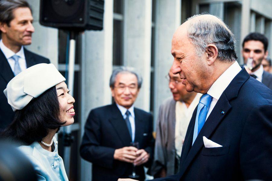 La princesse impériale du Japon Akiko de Mikasa et Laurent Fabius, lors de l'inauguration de la Villa Kujoyama à Tokyo, le 4 octobre 2014