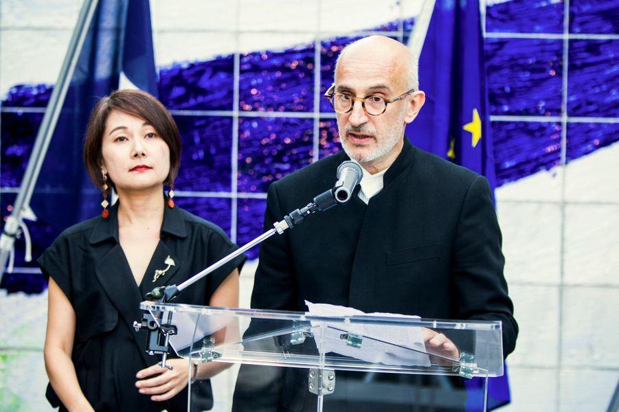 Sumiko Oé-Gottini et Christian Merlhiot, co-directeurs de la Villa Kujoyama, lors de son inauguration à Tokyo, le 4 octobre 2014