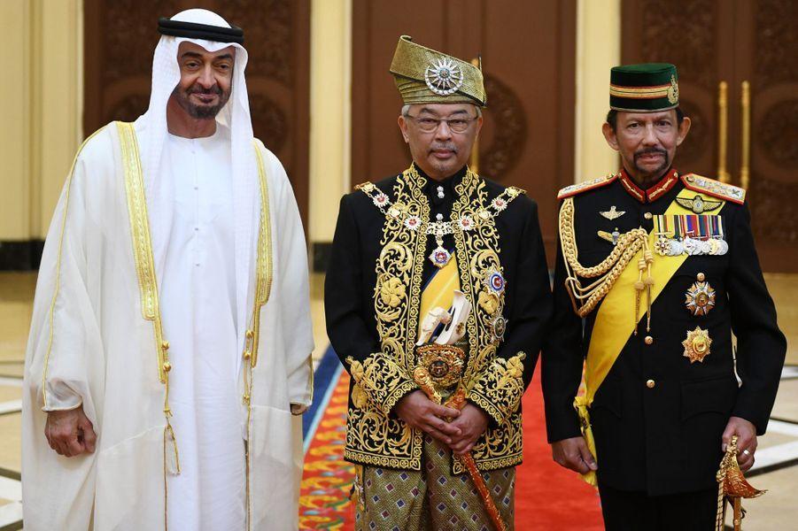 Le nouveau roi de Malaisie avec le prince héritier d'Abu Dhabi et le sultan de Brunei à Kuala Lumpur, le 30 juillet 2019