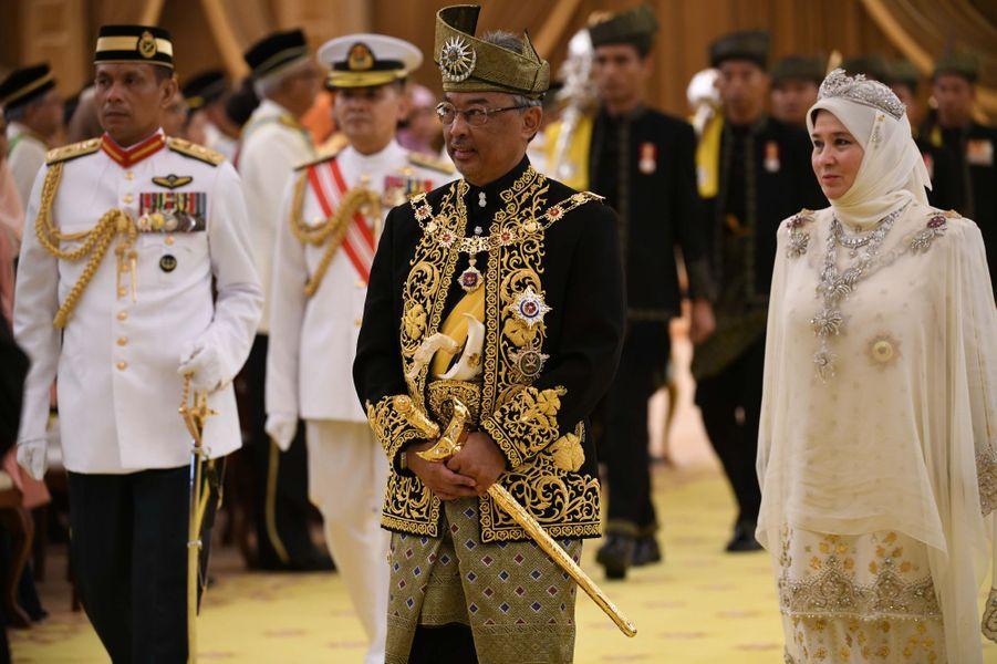 Le 16e roi de Malaisie et la reine consort à Kuala Lumpur, le 30 juillet 2019