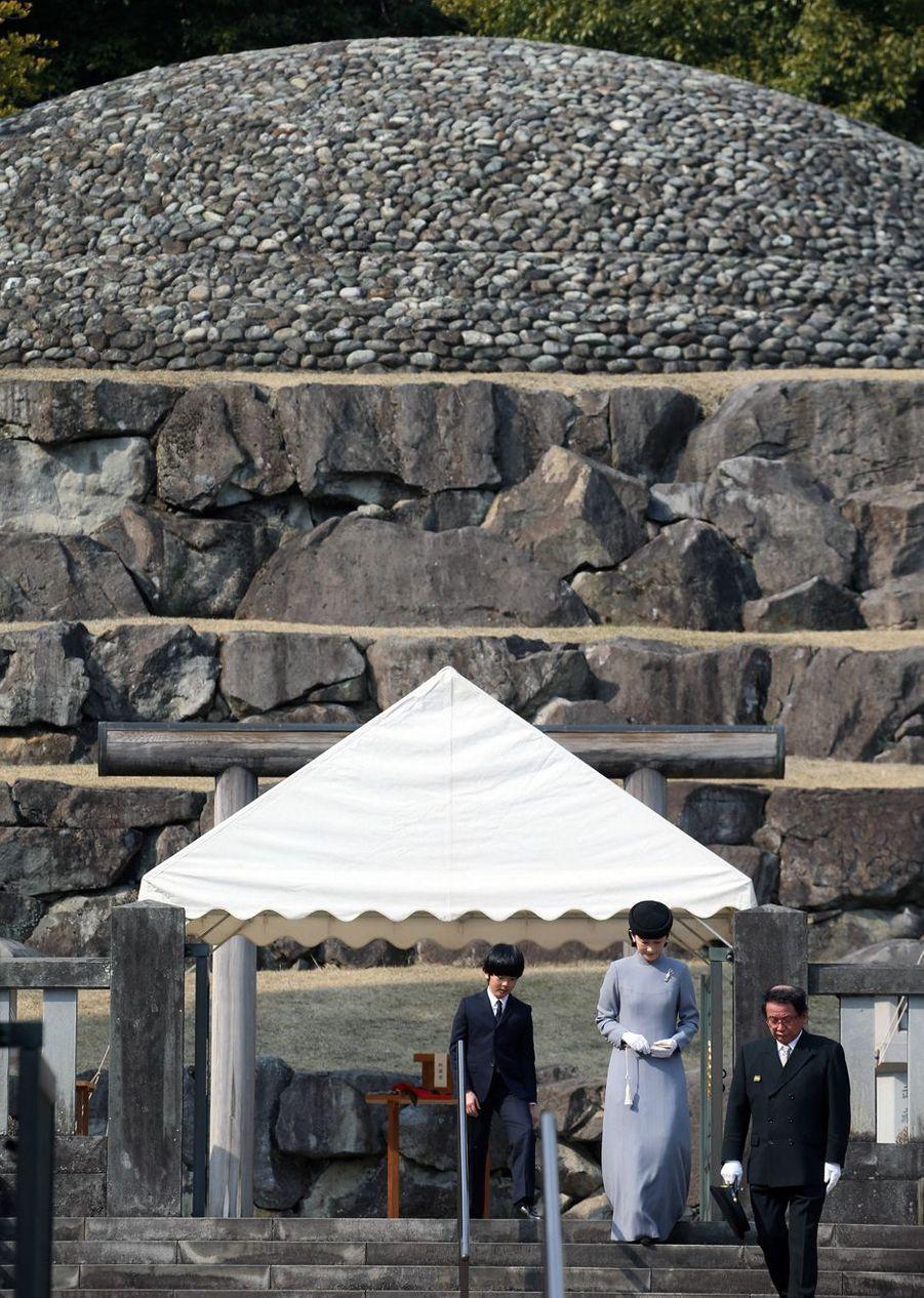 Le petit prince Hisahito du Japon et sa mère la princesse Kiko à Tokyo, le 16 mars 2019