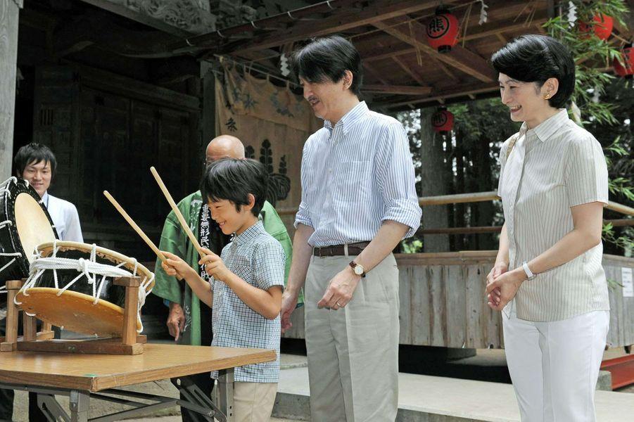 La princesse Kiko et les princes Akishino et Hisahito à Yuza, le 18 juillet 2015