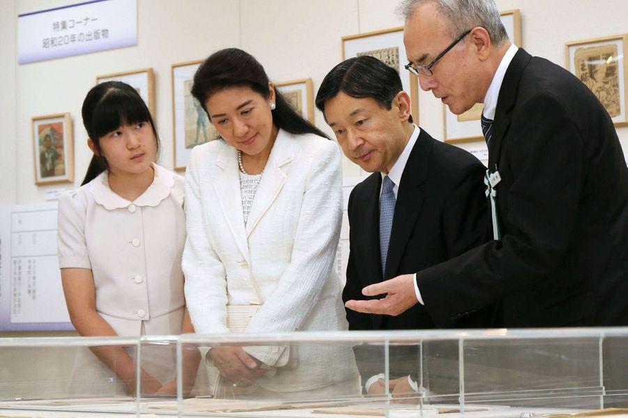 Les princesses Masako et Aiko et le prince Naruhito au Showa-kan à Tokyo, le 26 juillet 2015