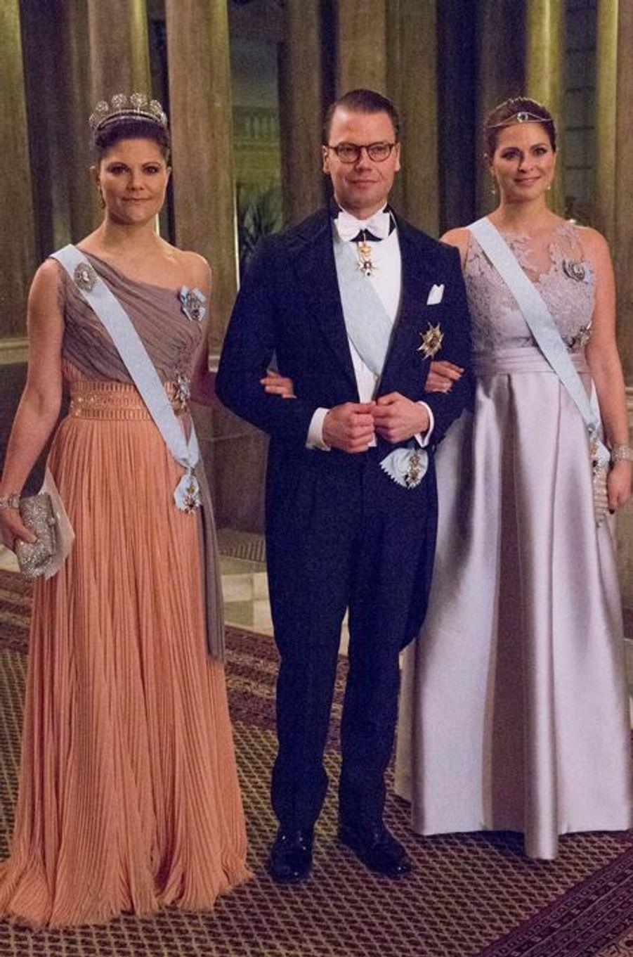 Les princesses Victoria et Madeleine avec le prince Daniel au premier dîner de l'année au Palais royal à Stockholm, le 11 février 2015