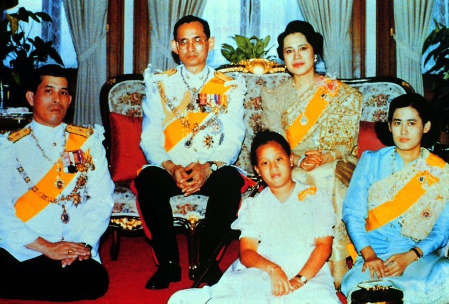 Le prince héritier de Thaïlande Maha Vajiralongkornen famille, en juin 1975.