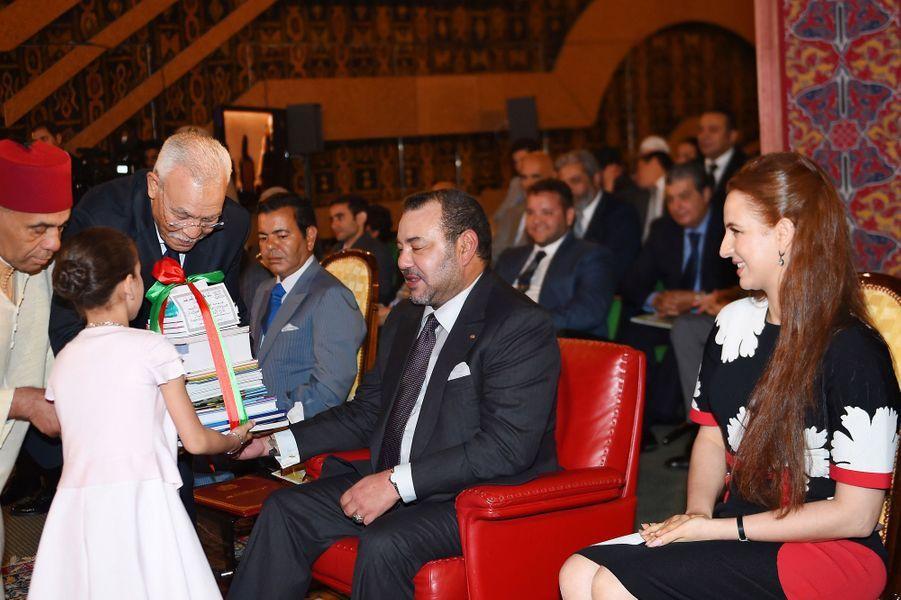 Le roi Mohammed VI et la princesse Lalla Salma avec la princesse Lalla Kadija à Rabat, le 16 juin 2015