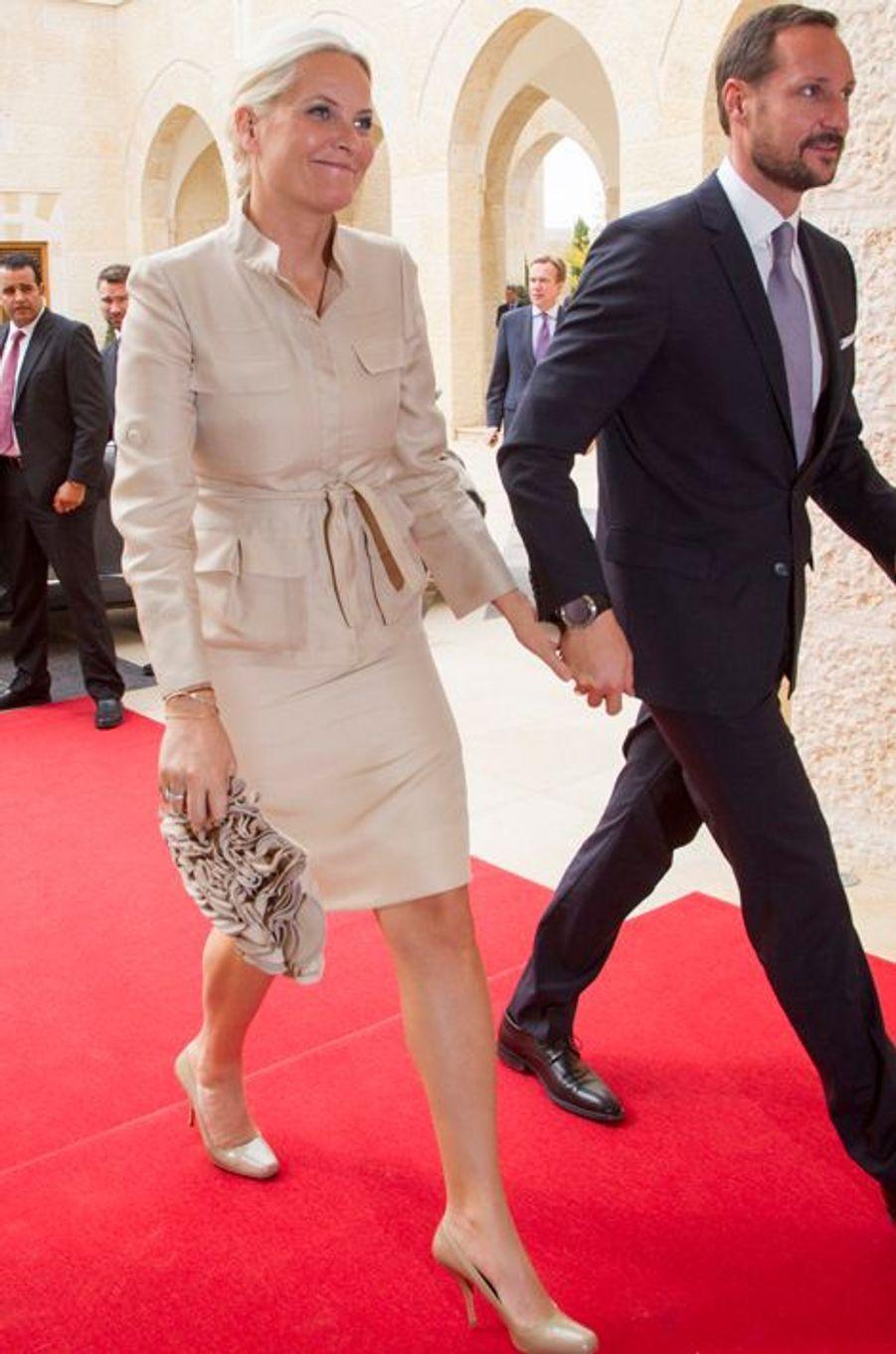 Mette-Marit et Haakon de Norvège sont reçus en audience par le roi de Jordanie Abdallah II au palais royal à Amman, le 22 octobre 2014