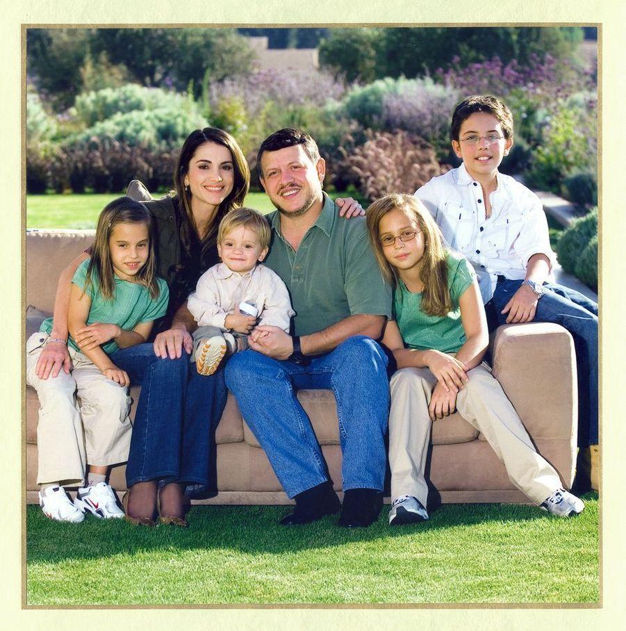 Le prince Hussein de Jordanie avec ses parents, ses soeurs et son frère, le 27 novembre 2006