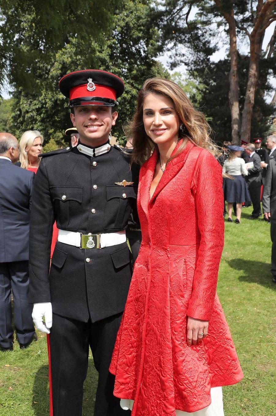 Le prince Hussein de Jordanie avec son mère la reine Rania à Sandhurst, le 11 août 2017