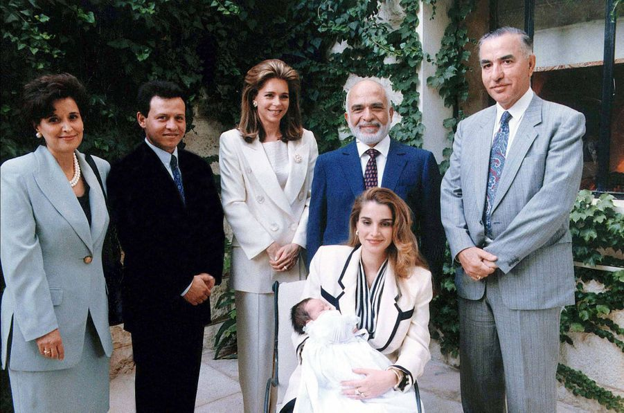 Le prince Hussein de Jordanie avec ses parents et ses grands-parents, en 1994