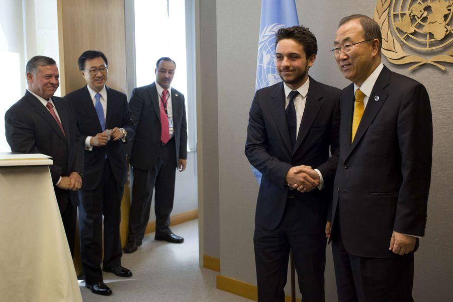 Le prince Hussein de Jordanie avec son père le roi Adballah II et le secrétaire général des Nations unies Ban Ki-moon, le 24 septembre 2013
