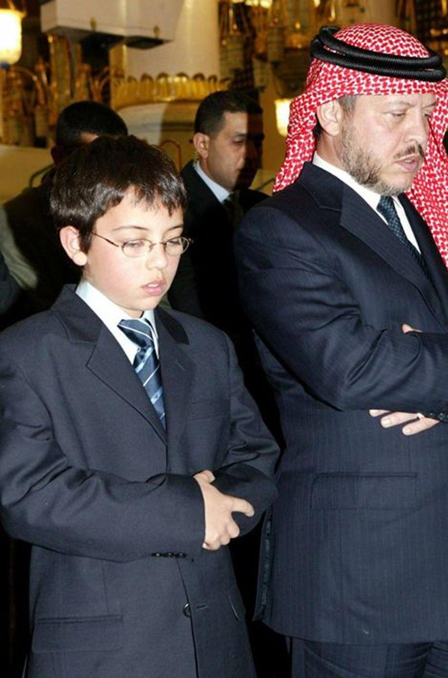 Le prince Hussein avec son père le roi Abdallah II de Jordanie, le 30 octobre 2005