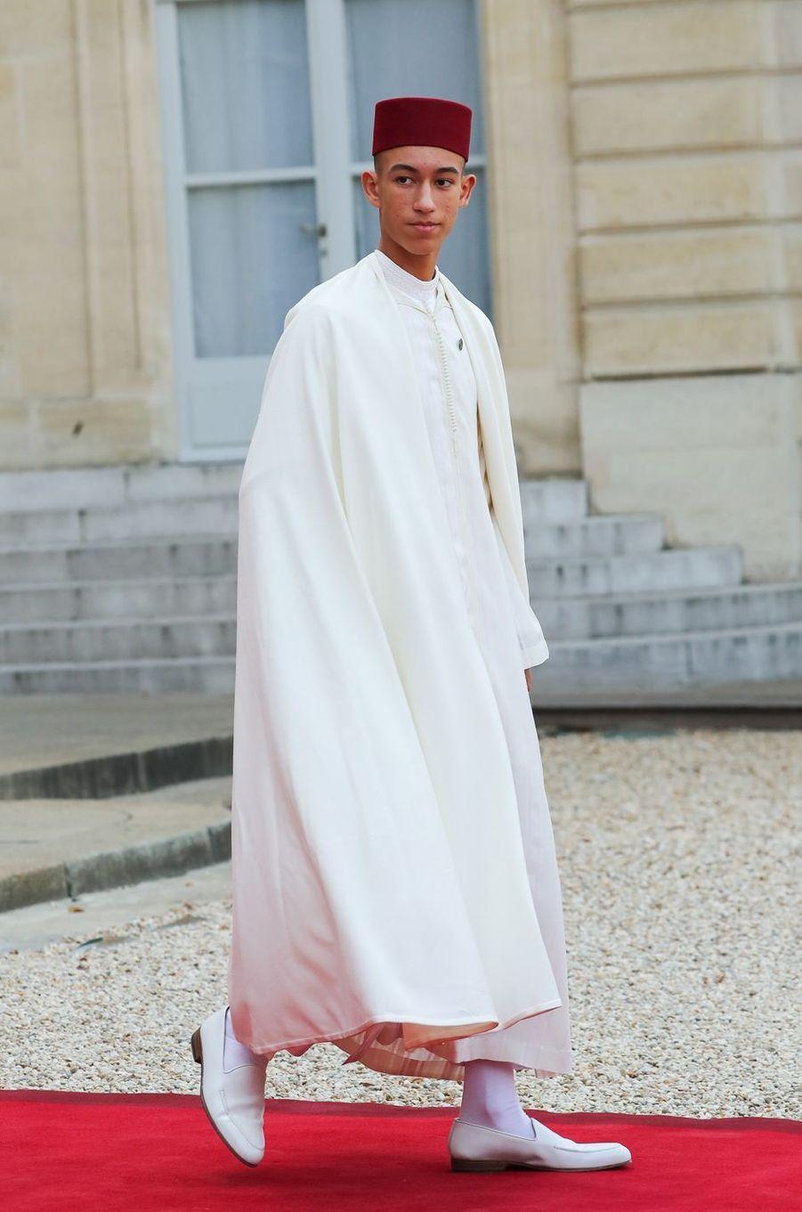 Le prince Moulay El Hassan du Maroc quitte le Palais de l'Elysée à Paris, le 30 septembre 2019