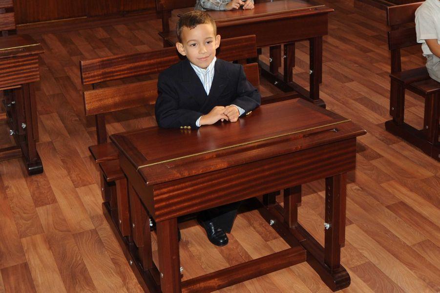 Le prince Moulay El Hassan du Maroc, le 9 octobre 2008, son premier jour d'école au Collège royal de Rabat