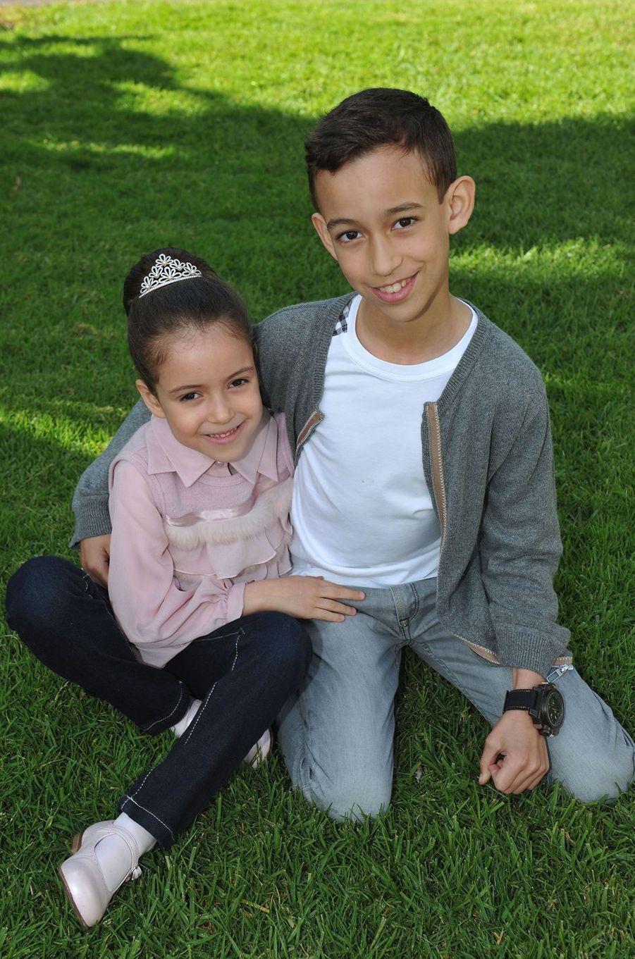 Le prince Moulay El Hassan du Maroc avec sa petite soeur la princesse Lalla Khadija, le 5 mars 2013