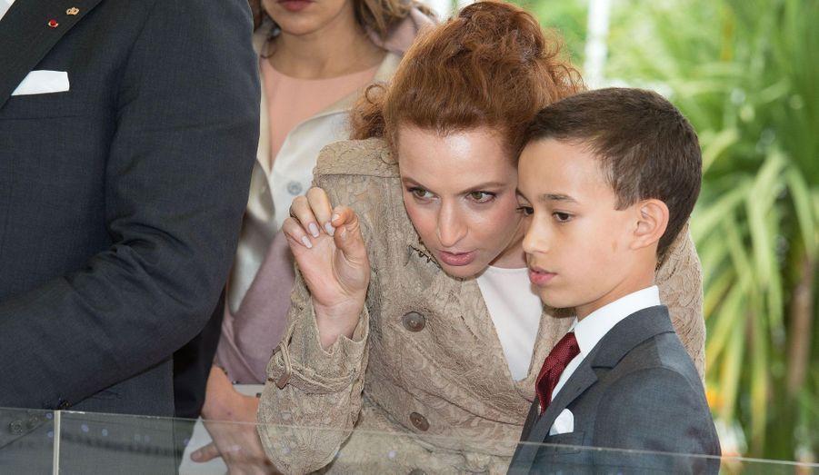 Le prince Moulay Hassan était dans le sillage de son père Mohammed VI lors de la visite de François Hollande la semaine passée. Moulay (monseigneur) Hassan est le prince héritier du Royaume du Maroc.