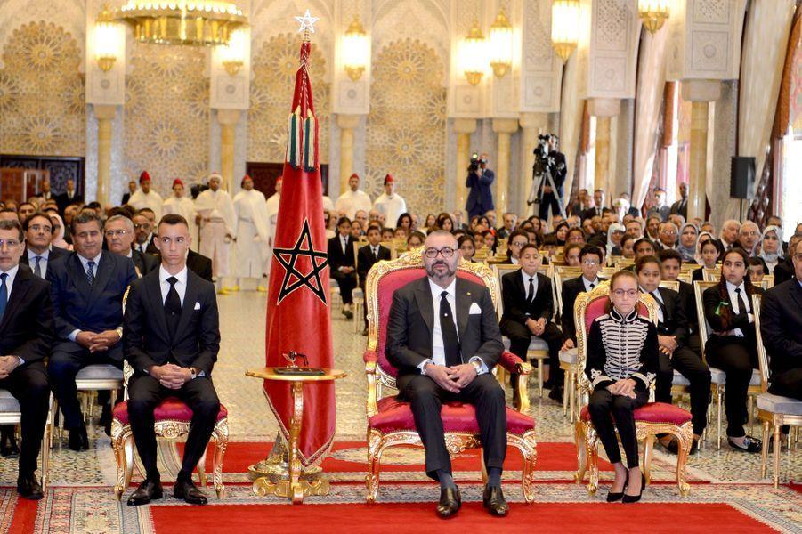 Le roi du Maroc Mohammed VI avec le prince Moulay El Hassan et la princesse Lalla Khadija, à Rabat le 17 septembre 2018
