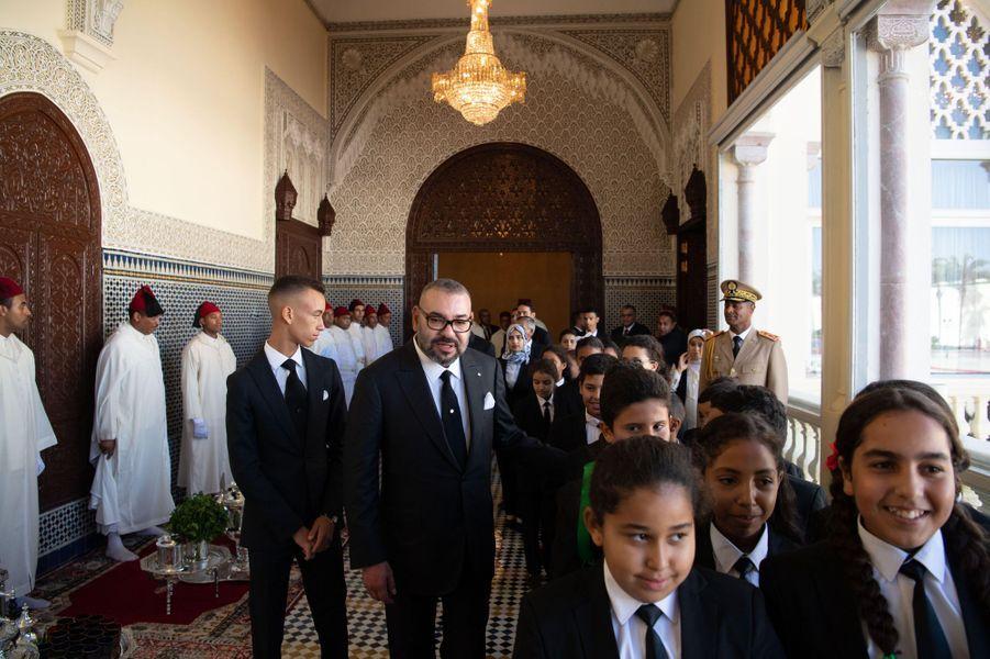 Le roi du Maroc Mohammed VI avec son fils le prince Moulay El Hassan, à Rabat le 17 septembre 2018