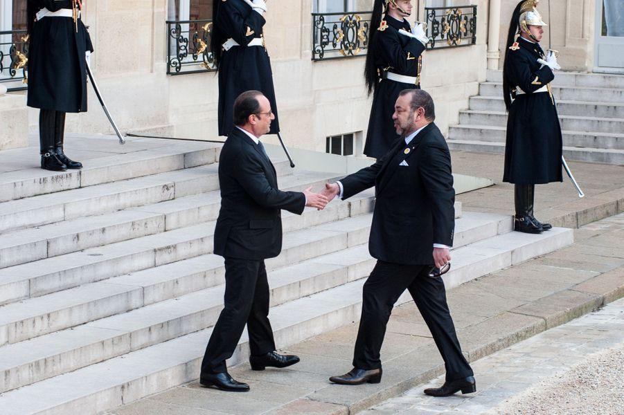 Le roi Mohammed VI du Maroc et François Hollande au Palais de l'Élysée à Paris, le 17 février 2016