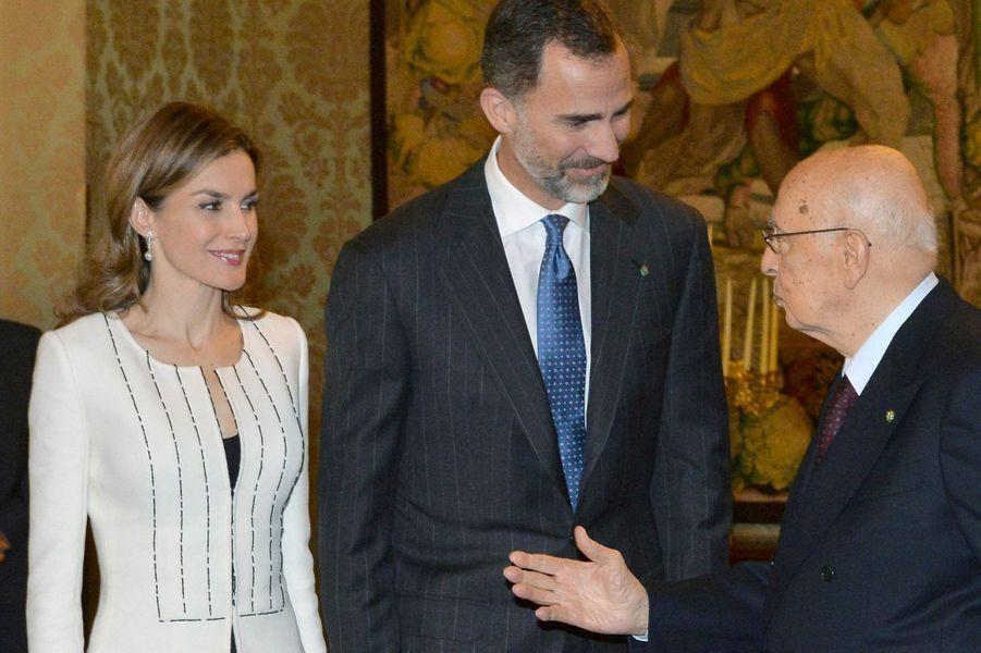 Le roi Felipe VI d'Espagne et la reine Letizia avec le président Giorgio Napolitano à Rome, le 19 novembre 2014