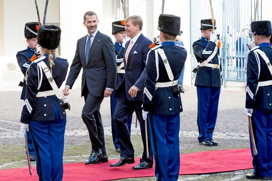 Le roi Felipe VI d'Espagne et le roi Willem-Alexanderdes Pays-Bas à la Haye, le 15 octobre 2014