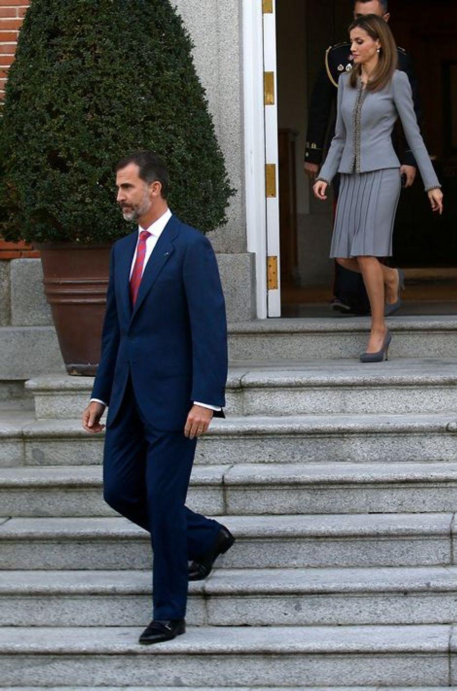 Le roi Felipe VI d'Espagne et la reine Letizia reçoivent Michelle Bachelet au palais de la Zarzuela à Madrid, le 29 octobre 2014