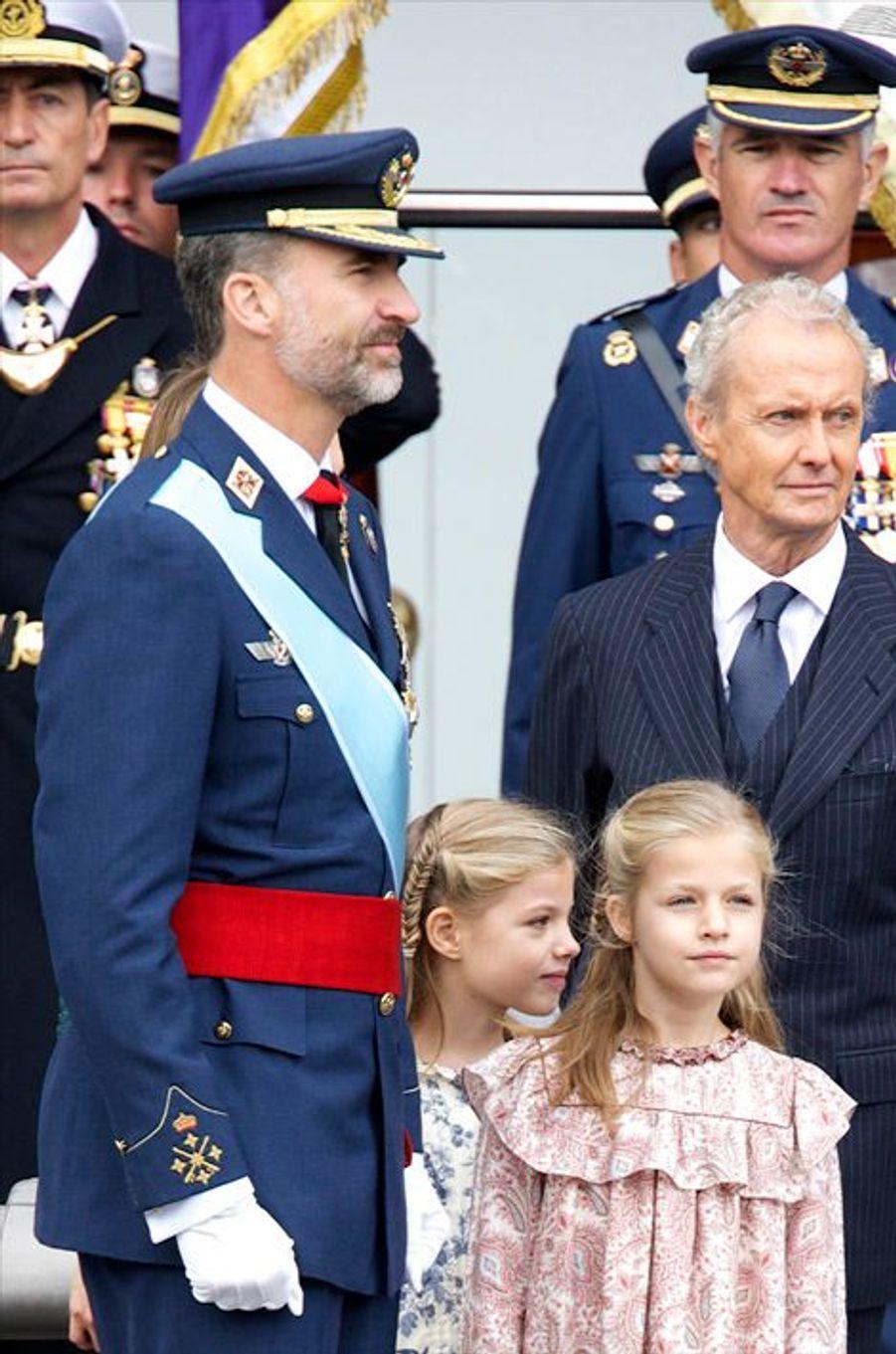 Le roi Felipe VI d'Espagne et les princesses Leonor et Sofia à la Fête nationale d'Espagne, le 12 octobre 2014