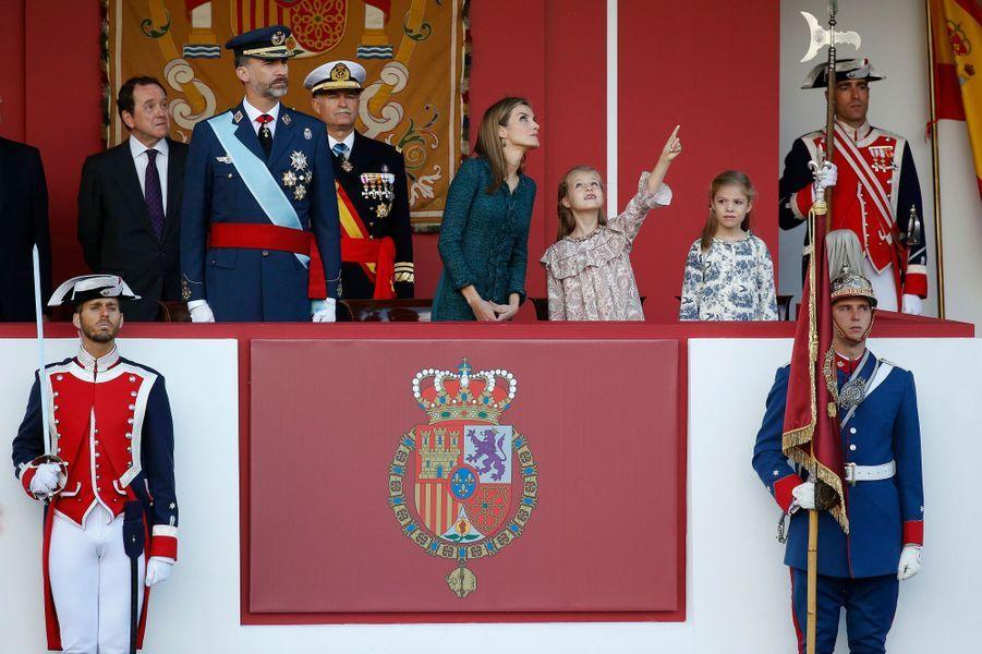 Le roi Felipe VI d'Espagne, la reine Letizia et les princesses Leonor et Sofia à la Fête nationale d'Espagne, le 12 octobre 2014