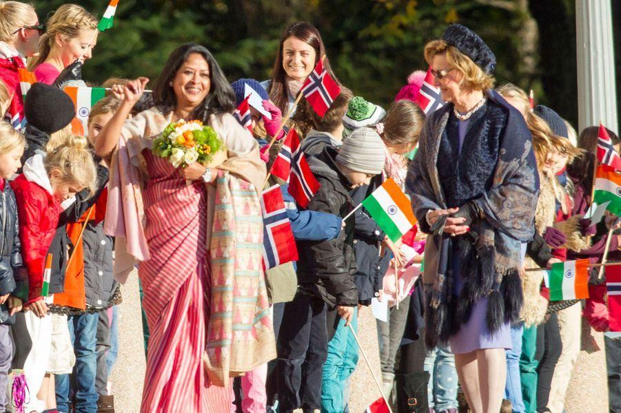 Harald V de Norvège, la reine Sonja, le prince Haakon et Mette-Marit reçoivent le président indien Pranab Mukherjee et sa fille à Oslo, le 13 oc...