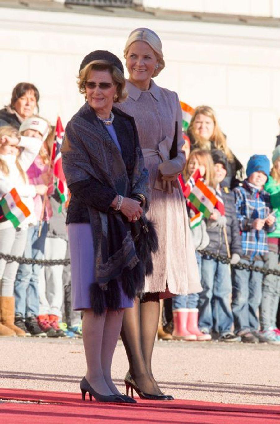 La reine Sonja et la princesse Mette-Marit lors de la visite officielle du président indien Pranab Mukherjee et de sa fille à Oslo, le 13 octobre...