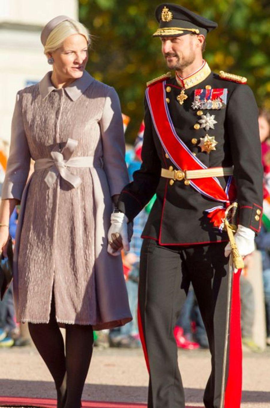 Le prince Haakon et Mette-Marit lors de la visite officielle du président indien Pranab Mukherjee et de sa fille à Oslo, le 13 octobre 2014