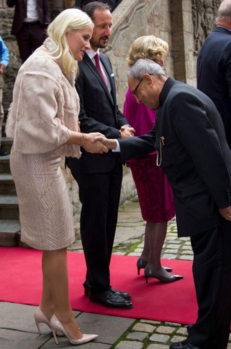 La princesse Mette-Marit de Norvège et le président indien Pranab Mukherjee à Oslo le 14 octobre 2014